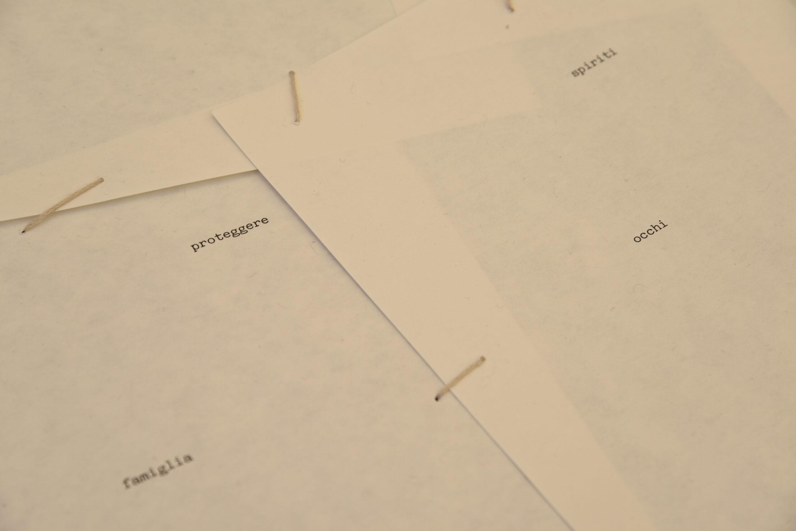 Clara gravagna - installazione - carta, filo, parole