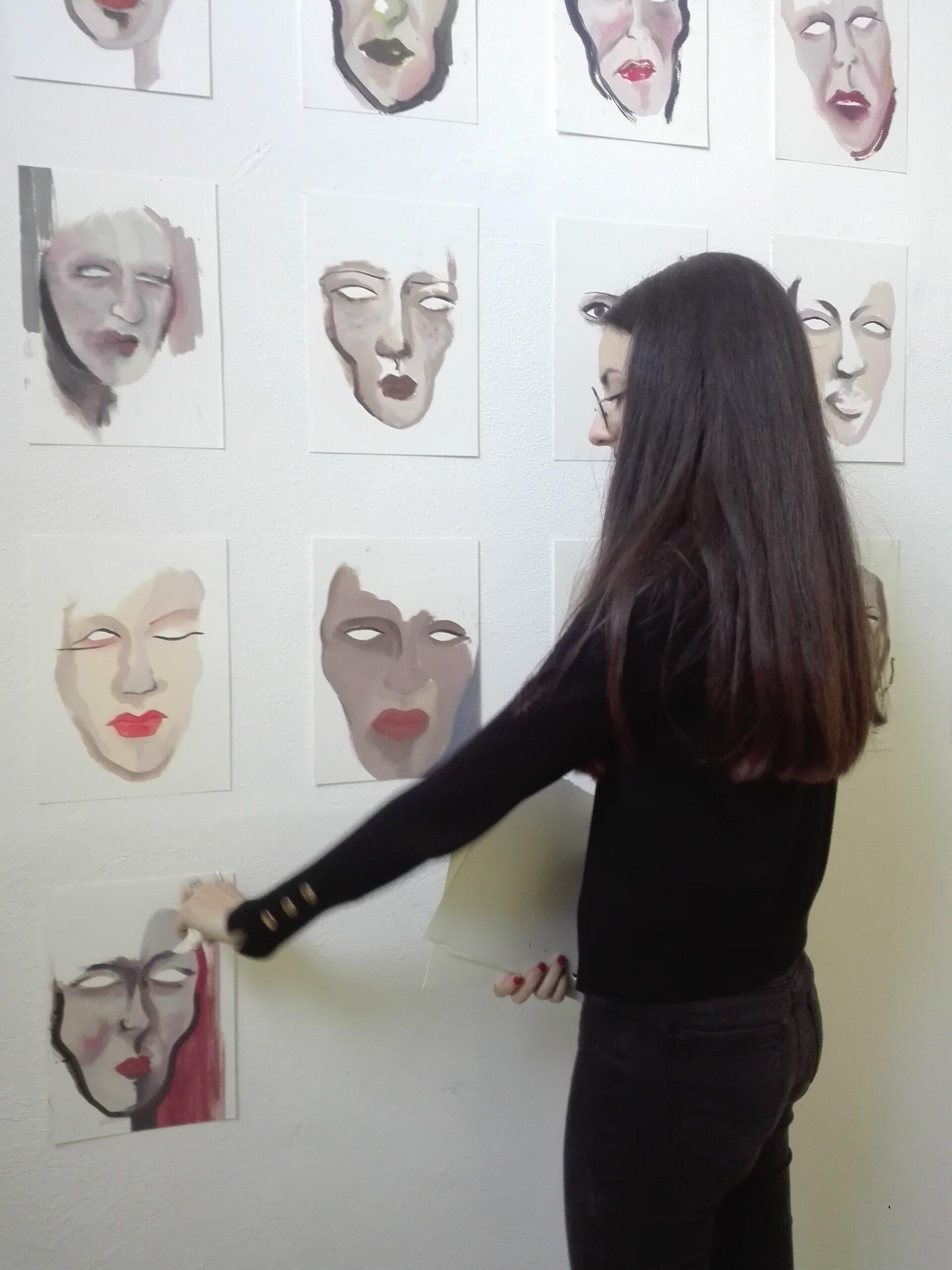Claudia Coniglione installazione 100 elementi olio su carta