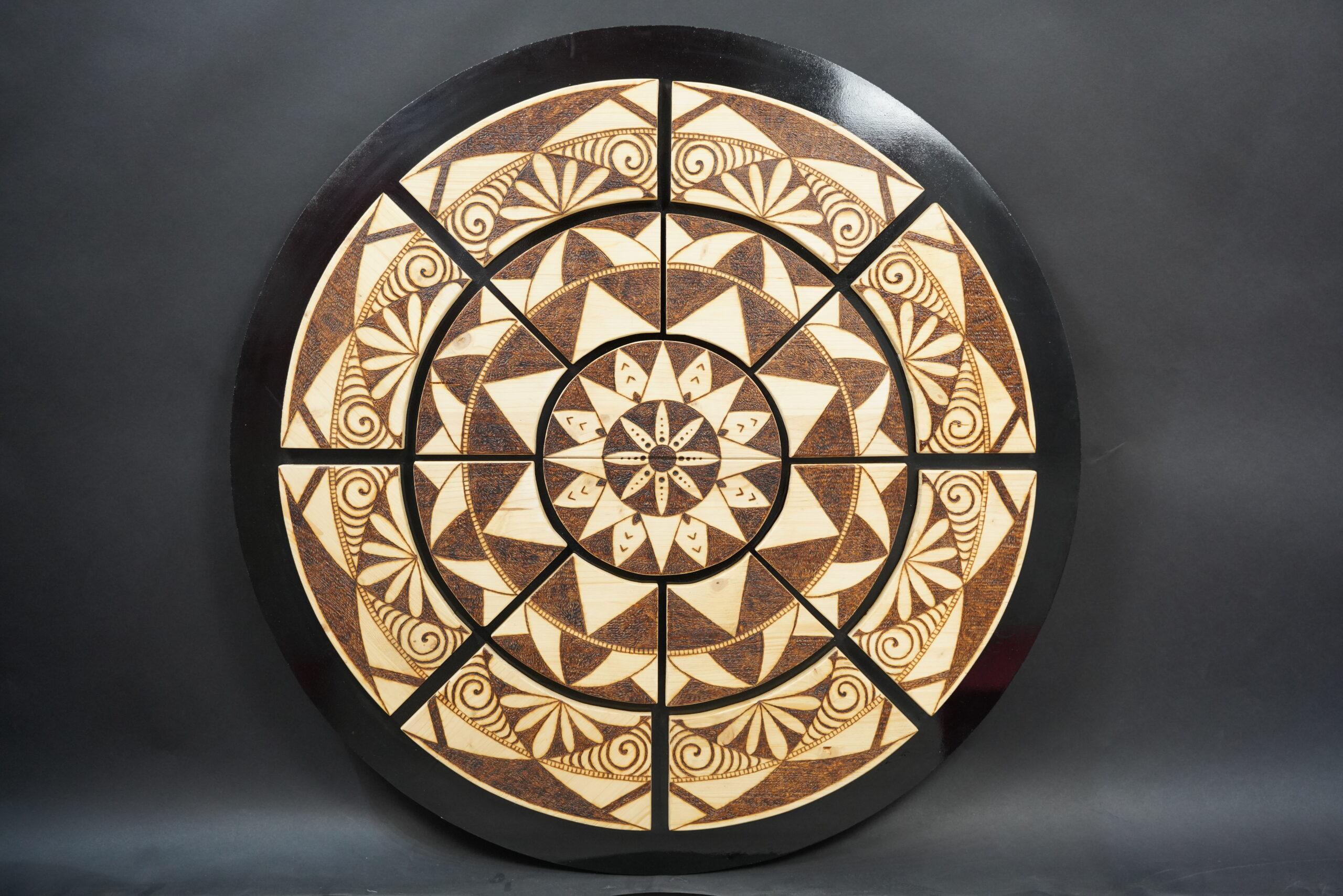 Mandala su legno pirografato