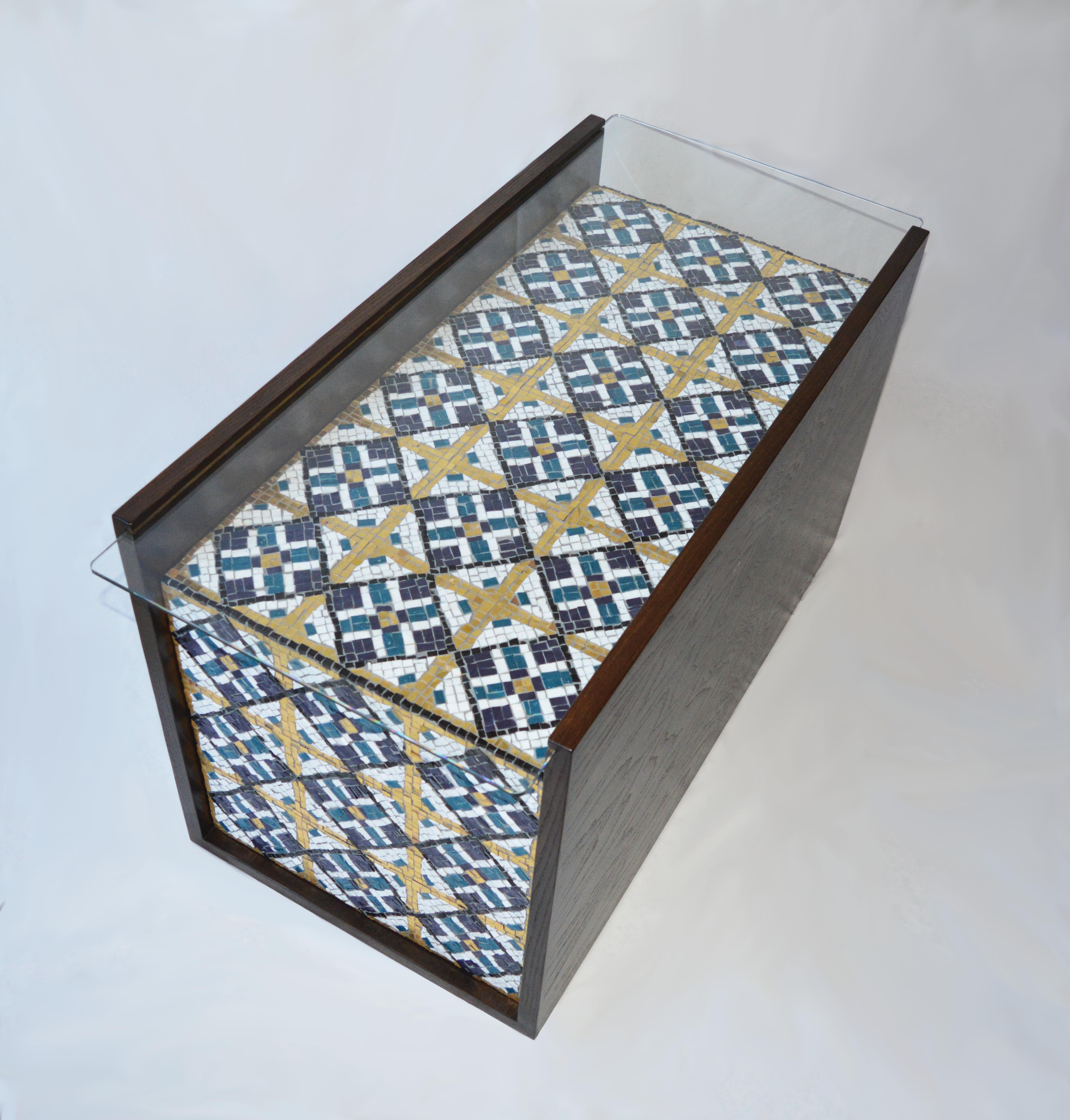 Rita Guarrera, Reflect tavolino in legno vetro e mosaico in pasta vitrea